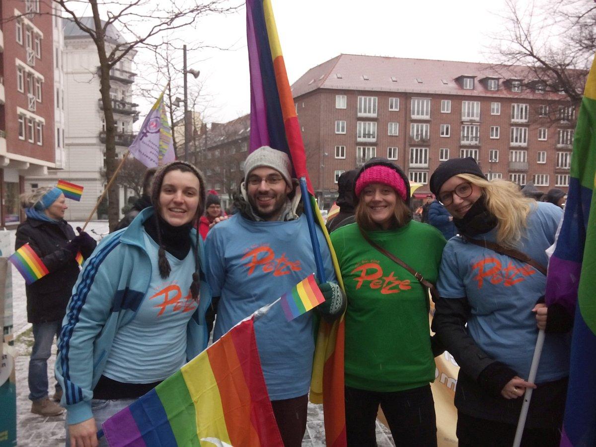 """Am 24. Januar 2015 reiste eine Delegation der PETZE nach Hamburg um unter dem Motto """"Vielfalt statt Einfalt"""" an einer Gegendemonstration teilzunehmen."""