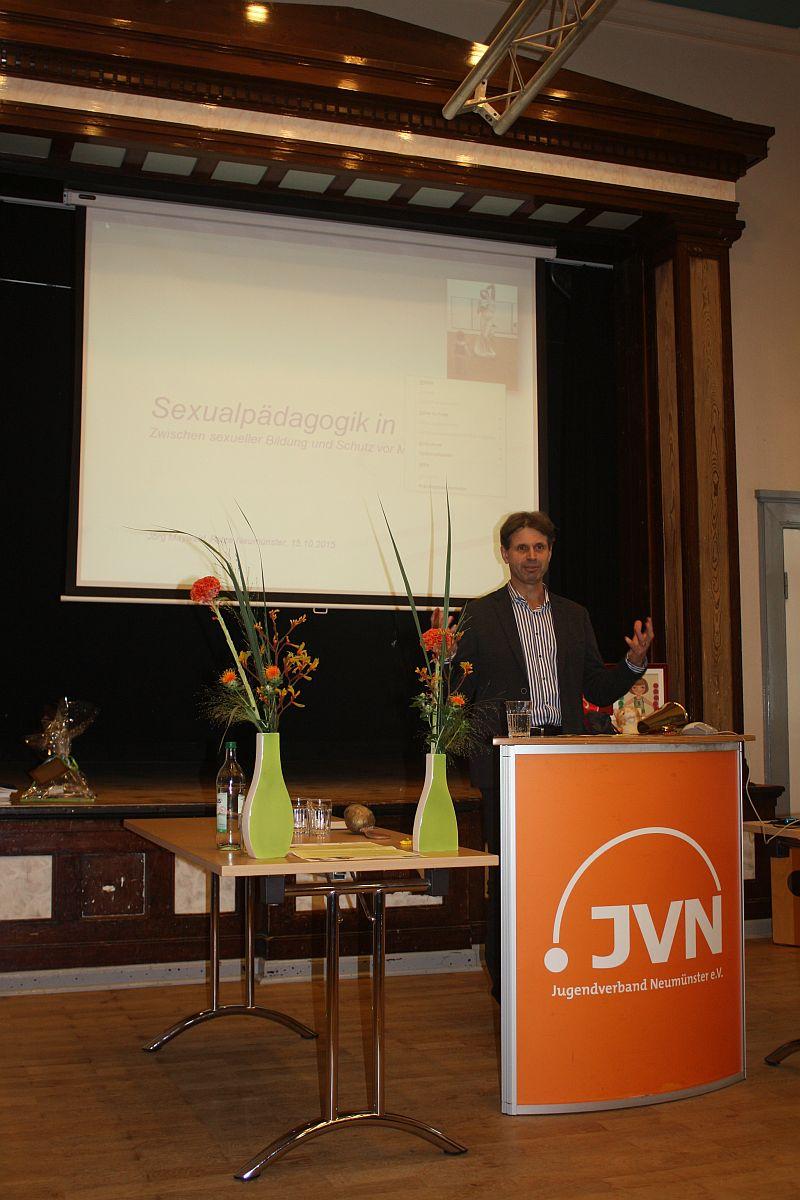 Prof. Dr. Jörg Maywald bei seim Vortrag Sexualpädagogik in der Kita: Zwischen sexueller Bildung und Schutz vor Missbrauch
