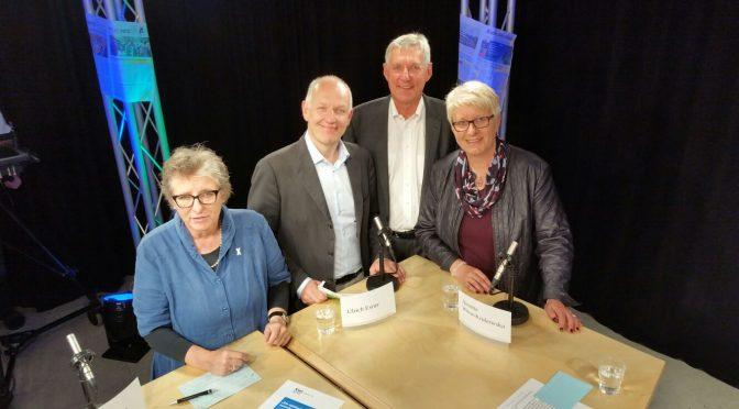 Günther Jesumann, Vors. vom DJV SH, hatte eingeladen. Ursula Schele, Petze e.V., Ulrich Exner, Die Welt, und Annette Wiese-Krukowska, LH Kiel,