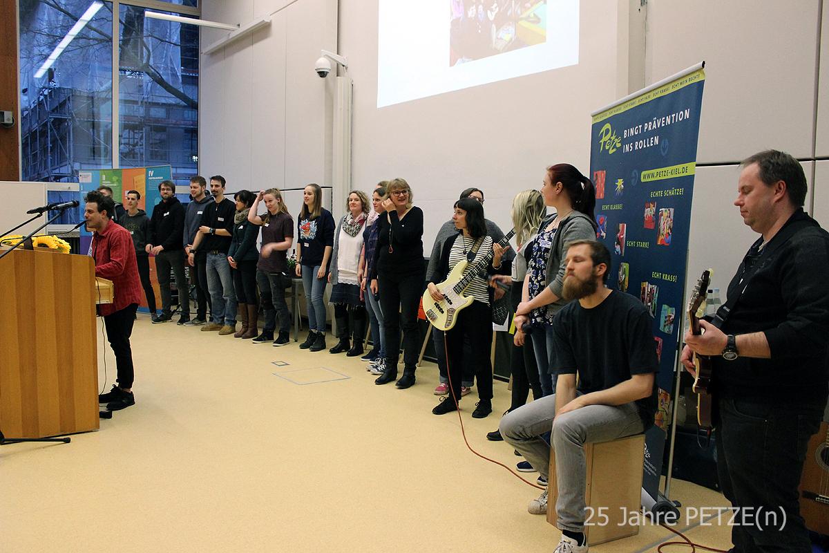 gangsta's - Chor der Elly-Heuss-Knapp-Schule aus Neumünster