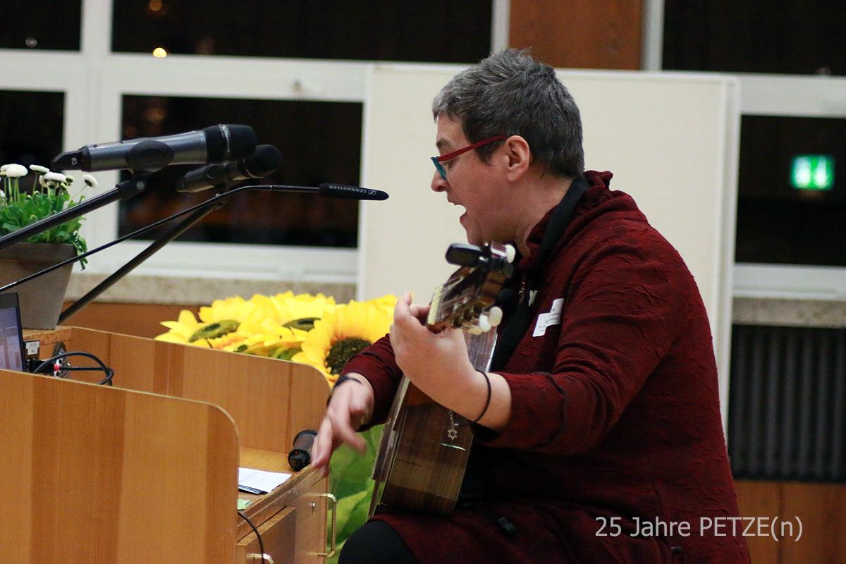 Sonja Blattmann, Moderatorin und Liedermacherin