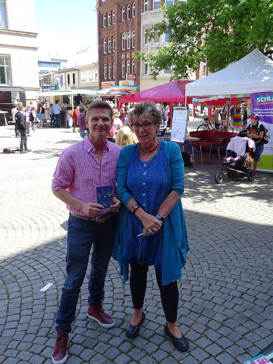 Sozialminister Heiner Garg und PETZE-Geschäftsführerin Ursula Schele auf dem CSD (Christopher Street Day) am 7. Juli 2018 in Kiel