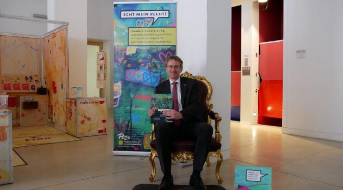 Ministerpräsident Daniel Günther übernimmt die Schirmherrschaft der Wanderausstellung ECHT MEIN RECHT! für erwachsene Menschen mit Lernschwierigkeiten
